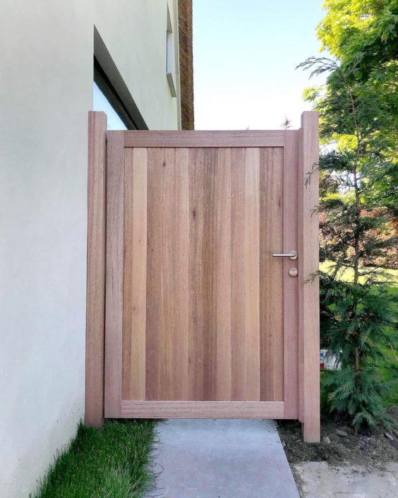Réalisation porte en bois extérieur, et pose
